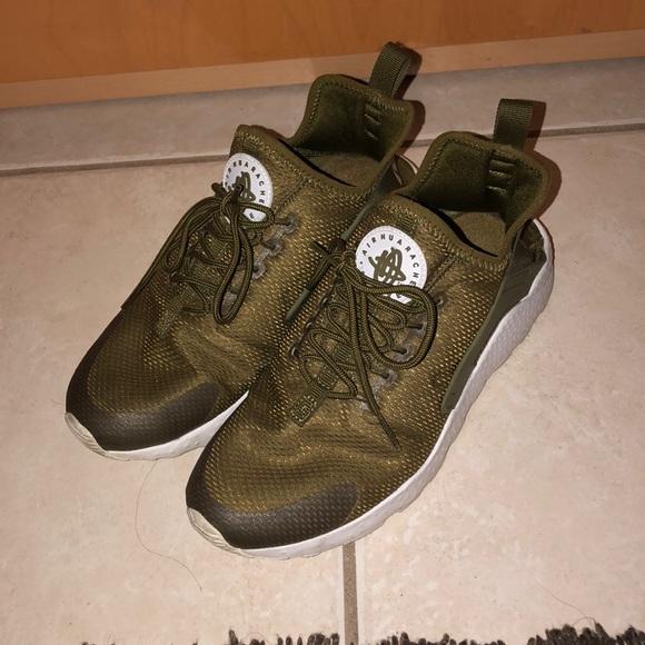 939d54b4bdf Nike olive green Huaraches.
